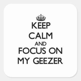 Guarde la calma y el foco en mi Geezer Calcomanías Cuadradas