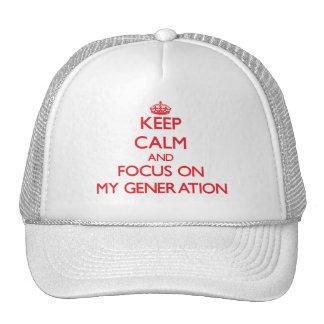 Guarde la calma y el foco en mi generación gorros