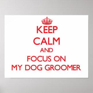 Guarde la calma y el foco en mi Groomer del perro Póster