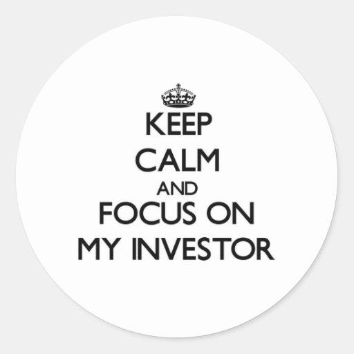 Guarde la calma y el foco en mi inversor pegatina redonda