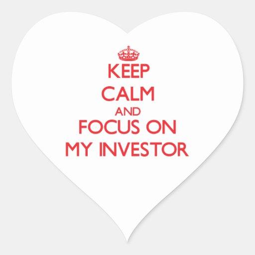 Guarde la calma y el foco en mi inversor calcomanía de corazón