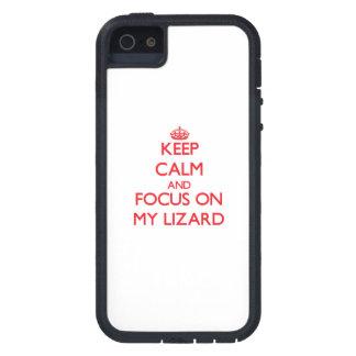 Guarde la calma y el foco en mi lagarto iPhone 5 protector