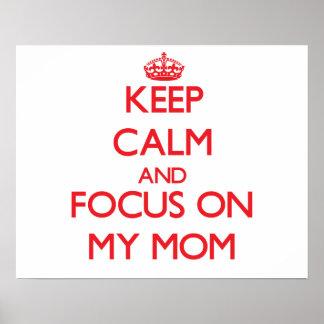 Guarde la calma y el foco en mi mamá posters