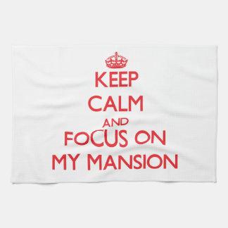 Guarde la calma y el foco en mi mansión toalla de mano