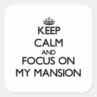 Guarde la calma y el foco en mi mansión pegatina cuadrada
