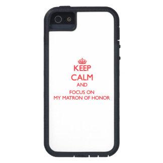 Guarde la calma y el foco en mi matrona del honor iPhone 5 protector
