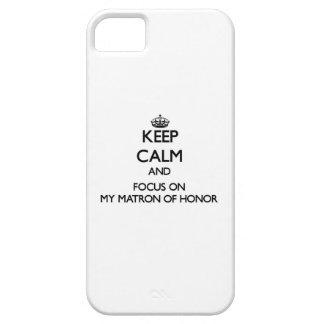 Guarde la calma y el foco en mi matrona del honor iPhone 5 carcasa