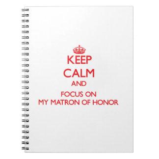 Guarde la calma y el foco en mi matrona del honor notebook