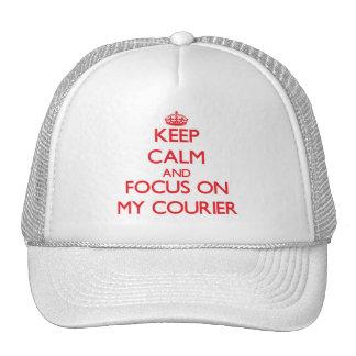 Guarde la calma y el foco en mi mensajero gorra