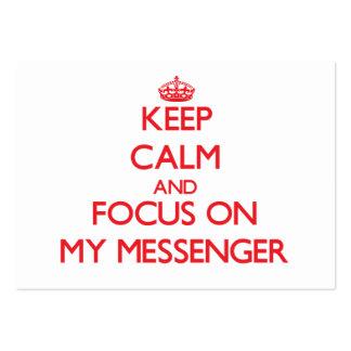 Guarde la calma y el foco en mi mensajero tarjetas de visita grandes