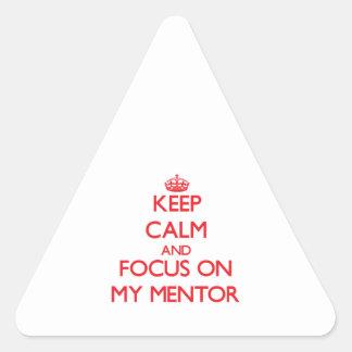 Guarde la calma y el foco en mi mentor pegatinas trianguloes