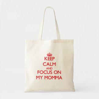Guarde la calma y el foco en mi Momma Bolsa De Mano