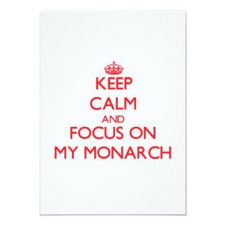 Guarde la calma y el foco en mi monarca invitación 12,7 x 17,8 cm
