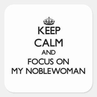 Guarde la calma y el foco en mi mujer noble pegatina cuadradas