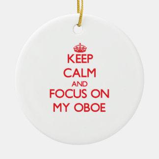 Guarde la calma y el foco en mi Oboe Adorno Redondo De Cerámica