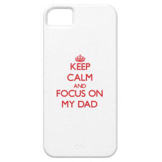 Guarde la calma y el foco en mi papá iPhone 5 Case-Mate protector