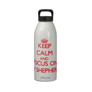 Guarde la calma y el foco en mi pastor botellas de beber