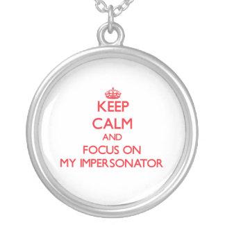 Guarde la calma y el foco en mi personificador collares personalizados