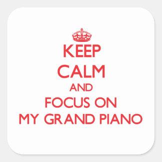 Guarde la calma y el foco en mi piano de cola pegatina cuadrada