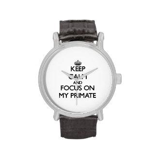 Guarde la calma y el foco en mi primate reloj de mano