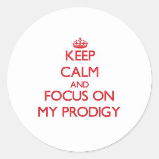 Guarde la calma y el foco en mi Prodigy Etiqueta Redonda