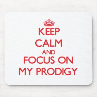 Guarde la calma y el foco en mi Prodigy Alfombrillas De Raton