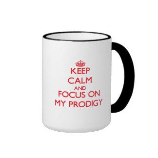 Guarde la calma y el foco en mi Prodigy Taza De Café