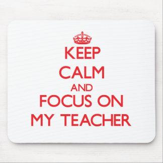 Guarde la calma y el foco en mi profesor alfombrilla de ratón