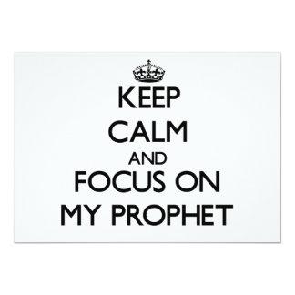 Guarde la calma y el foco en mi profeta invitación 12,7 x 17,8 cm