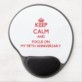 Guarde la calma y el foco en mi quinto aniversario alfombrilla gel