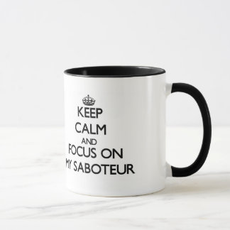 Guarde la calma y el foco en mi saboteador taza