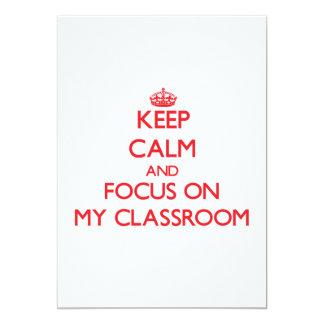 Guarde la calma y el foco en mi sala de clase invitaciones personalizada