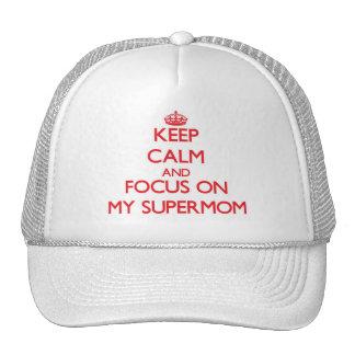 Guarde la calma y el foco en mi Supermom Gorra