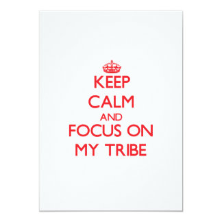 Guarde la calma y el foco en mi tribu invitación 12,7 x 17,8 cm