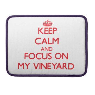 Guarde la calma y el foco en mi viñedo funda para macbooks