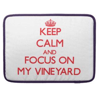 Guarde la calma y el foco en mi viñedo fundas para macbook pro
