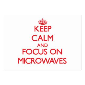Guarde la calma y el foco en microondas tarjetas de visita grandes