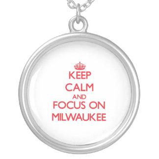 Guarde la calma y el foco en Milwaukee Grimpola Personalizada