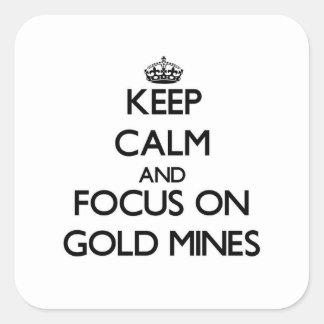 Guarde la calma y el foco en minas de oro calcomanías cuadradass personalizadas