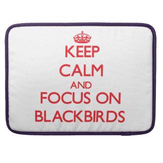 Guarde la calma y el foco en mirlos fundas para macbook pro