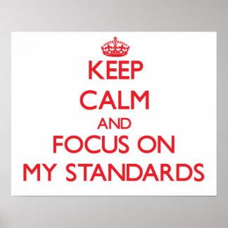 Guarde la calma y el foco en mis estándares poster