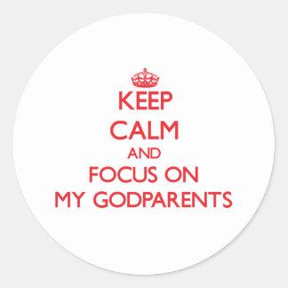 Guarde la calma y el foco en mis Godparents Pegatina Redonda