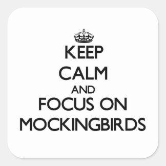 Guarde la calma y el foco en Mockingbirds Pegatina Cuadrada