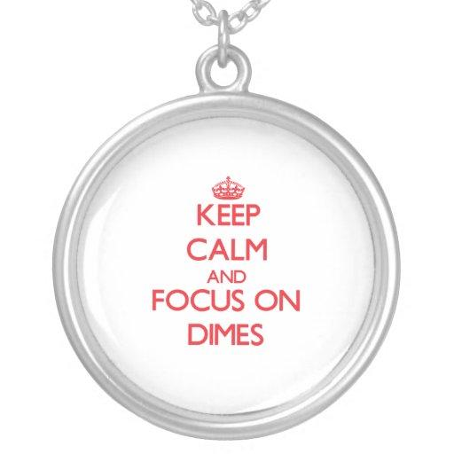 Guarde la calma y el foco en monedas de diez centa grimpolas personalizadas