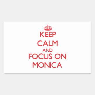 Guarde la calma y el foco en Mónica Pegatina Rectangular