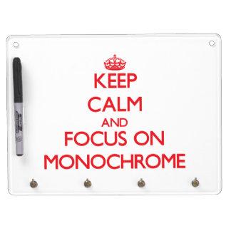 Guarde la calma y el foco en monocromo