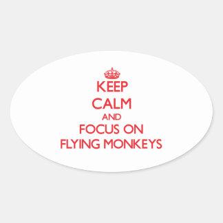 Guarde la calma y el foco en monos del vuelo colcomanias ovaladas