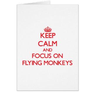 Guarde la calma y el foco en monos del vuelo tarjeta de felicitación