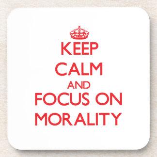 Guarde la calma y el foco en moralidad posavasos