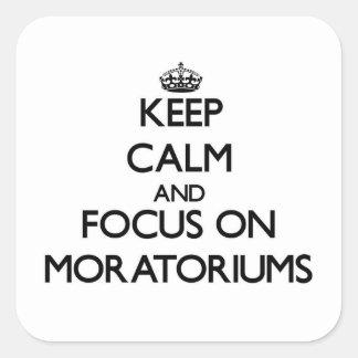 Guarde la calma y el foco en moratorias calcomanías cuadradass personalizadas